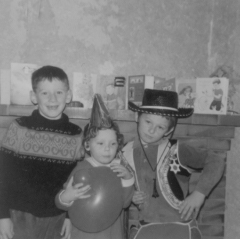 donna aged 4 with balloon b sml